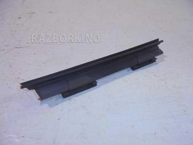 b5cbed9861868330df3301aeb5dcefce - Уплотнитель стекла левой передней двери